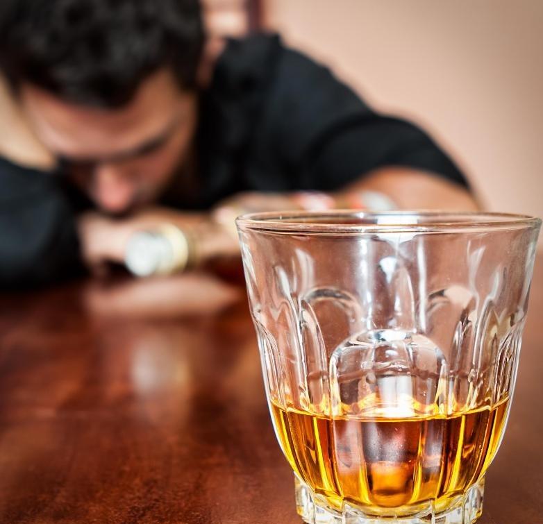 Питье становится проблемой, как только это отрицательно влияет на жизнь и отношения человека.
