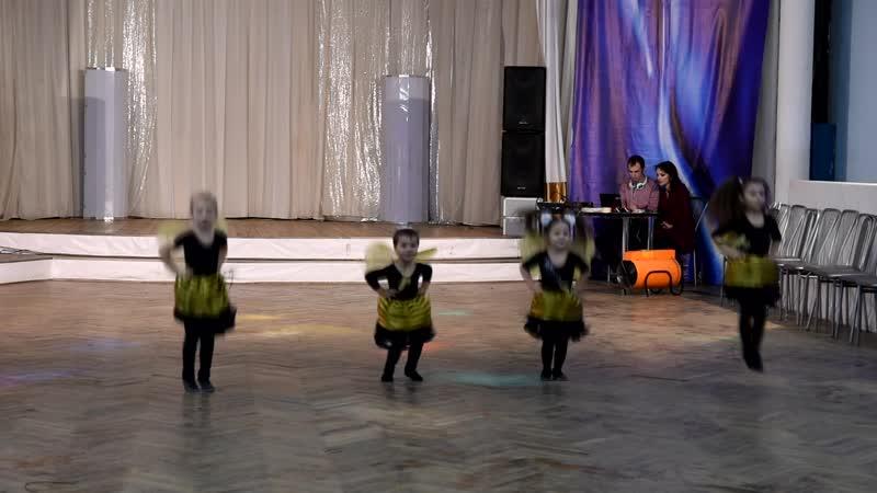 Танец Пчелки от детей 3-6 лет на вечеринке в честь 7-летия Капелии!