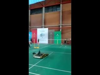 Робот-бадминтонист