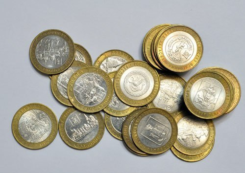 "VALUABLE MODERN 10 RUBLE COINS Some modern 10th ruble coins not bad are on sale at auctions, for example the cost of a coin of 10 rubles of ""Чеченская Республика"" 2010 of release reaches several thousand rubles Check the cost of coins in a purse: To show completely."