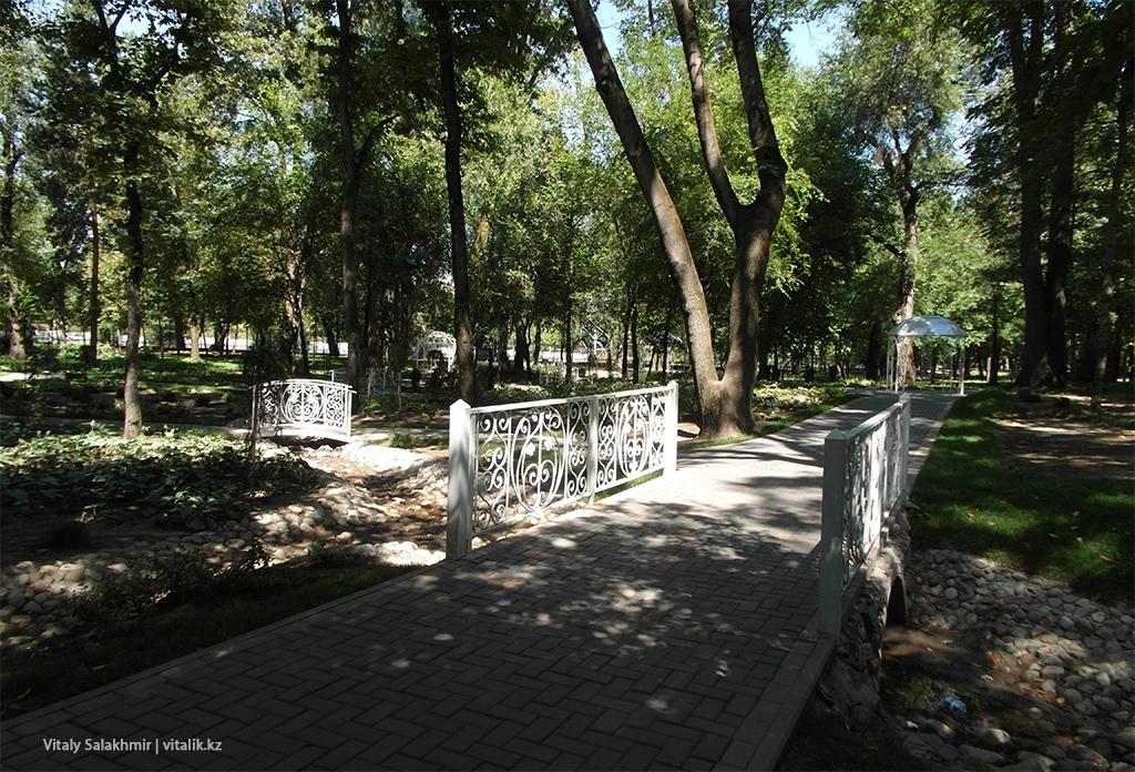 Декорации для фотосессий Центральный Парк Горького Алматы