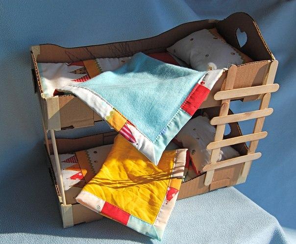 Двухъярусная кровать для кукол из картона своими руками