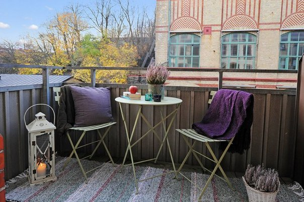 Столовая зона на балконе