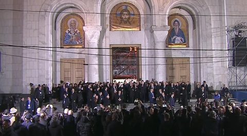 Вести.Ru: Десятки тысяч сербов приветствовали Путина у главного собора Белграда