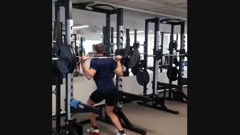 Тренировка ног, грудных