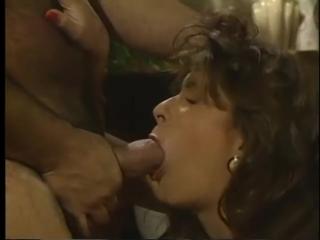 seks-s-nenasitnoy-krestyankoy-na-ferme-retro-video-muzhik-trahaet-moloduyu-devushku