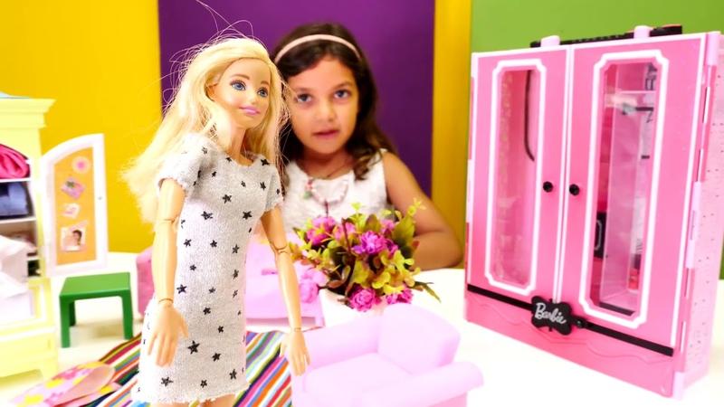 Barbie oyunu. Kıyafetleri dolaba sığmıyor. Yeni gardrop sipariş veriyoruz