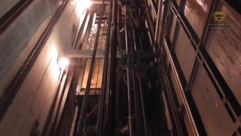 Старые лифты в общей шахте
