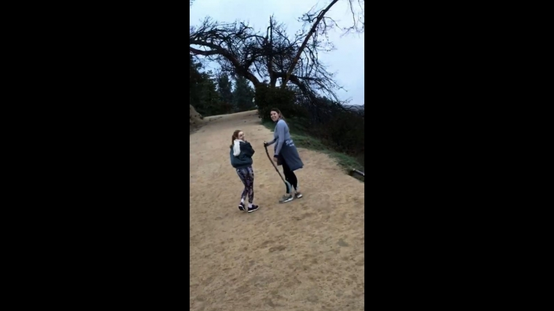 АннаСофия и Мэри-Бреннан Райх в Лос-Анджелесе возле обсерватории Гриффита (16.03.2018)