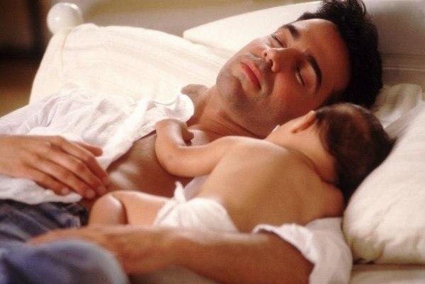 Вот так вынашиваешь 9 месяцев, потом рожаешь минимум 6 часов, потом недосыпаешь ночами, а он/а/ видите ли на ПАПУ похож/а/!!