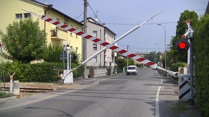 Spoorwegovergang Boretto (I) Railroad crossing Passaggio a livello