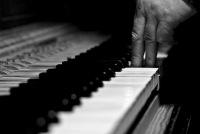 """Салон  """"Бехштайн """" в рамках клуба  """"Высокой музыки """" представляет новый интеллектуальный проект:  """"Игра в Бисер или Школа..."""