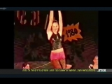 Gal dançando ouch Me (I Want Your Body) no ensino médio.