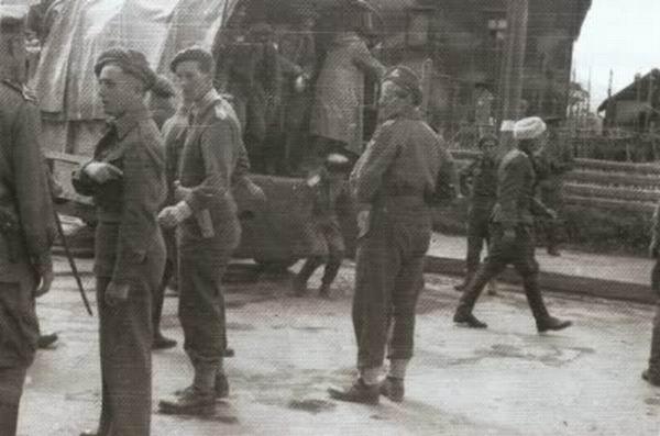 Передача союзниками военнопленных казачьих частей из состава Вермахта советской стороне, 1945 год.
