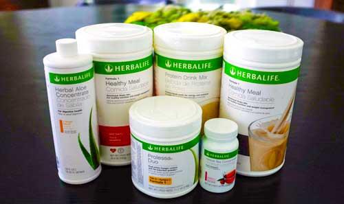 Диета Гербалайф предназначена для того, чтобы помочь людям сбросить лишний вес, уменьшая потребление калорий с помощью заменителей пищи и повышая обмен веществ с добавками.