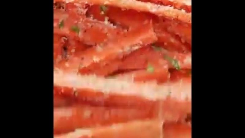 Морковные палочки с чесночком и пармезаном)