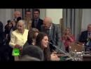 80-летний телеведущий Николай Дроздов  вскочил с места и бросился помогать 90-летней немецкой ученой спуститься с подиума