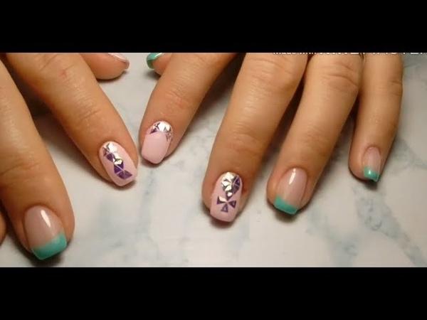 Мятный френч и сверкающие треугольники на ногтях.