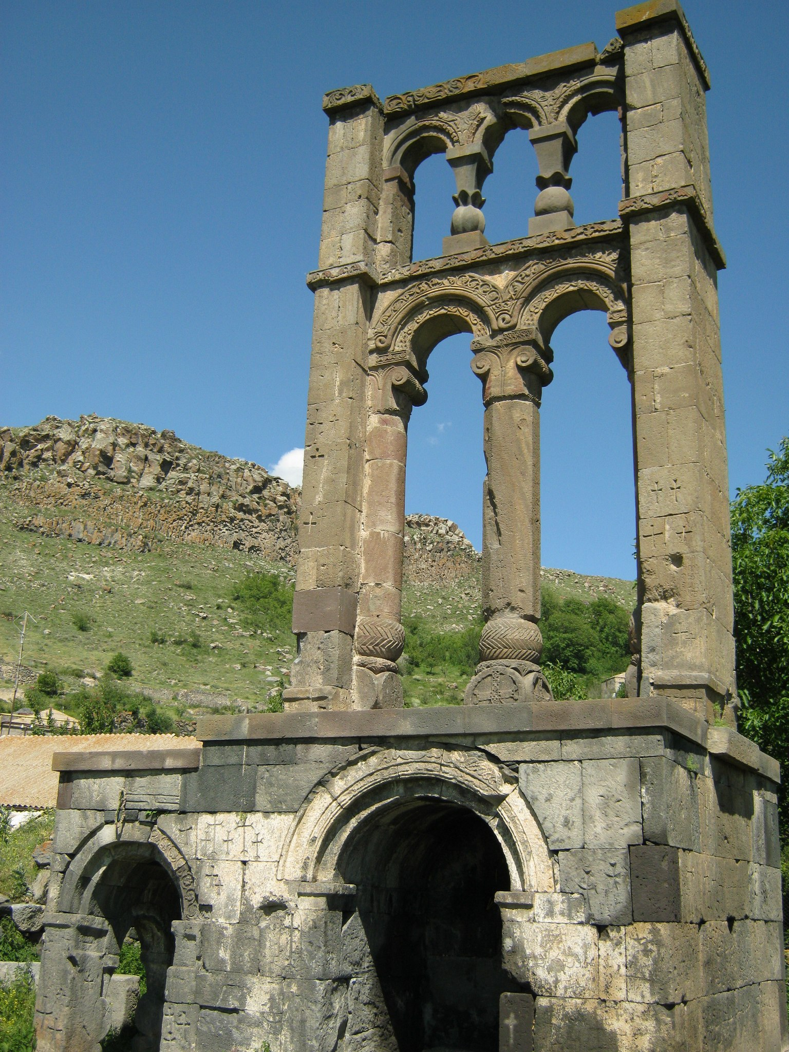 Надгробная стелла 7 века в Агиту