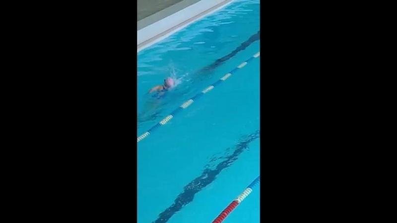 заплыв по гто ( я в оранжевой шапочке)и приплыл первым