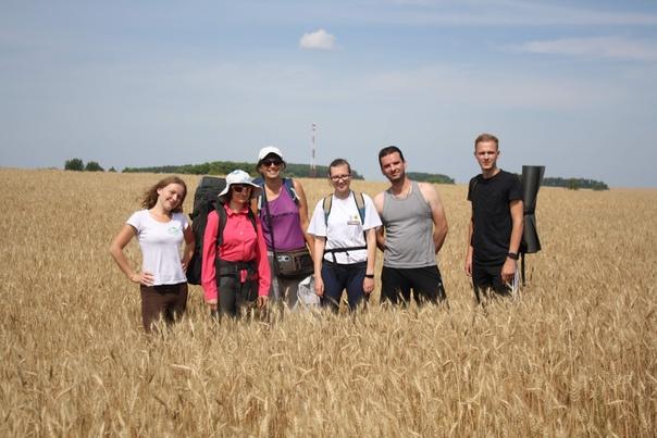 Слева направо: Алёна, Катя, Маша, Настя, Алексей, Лёша.  Мария https://vk.com/id5974921
