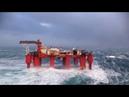 Нефтяная вышка во время Шторма в океане