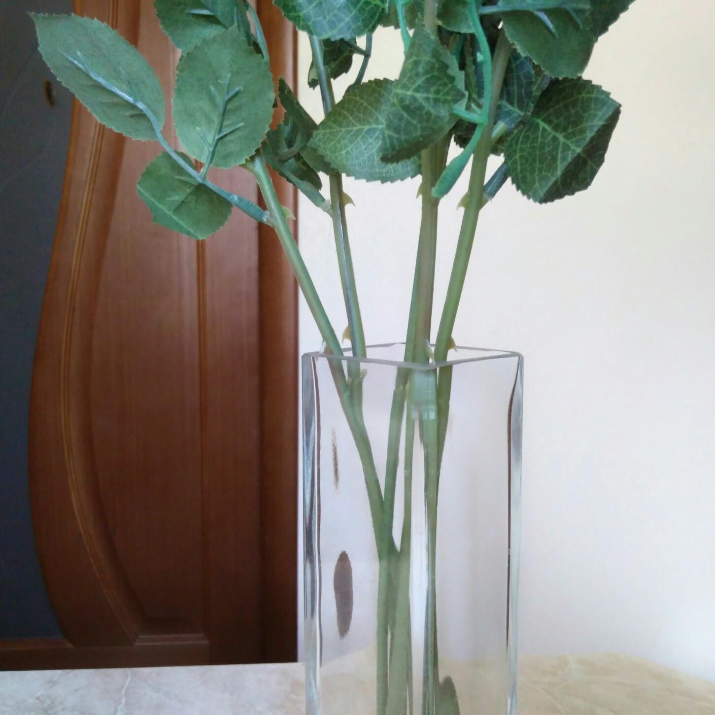 Декоративный букет из пяти роз от бренда BEAFLO
