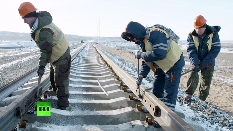 Видео построен первый километр железной дороги к Крымскому мосту