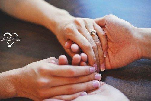 Когда в отношениях сложности - нужно сесть и поговорить. Подробно и спокойно объяснить свои претензии, желания и чувства, постараться вместе всё изменить, а не расходиться, боясь трудностей. Идеальных отношений не бывает.