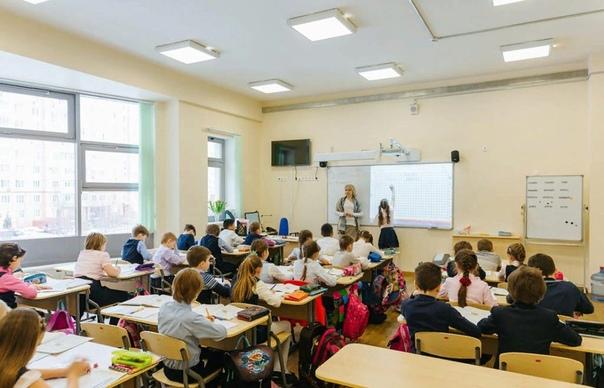 Права учителей и учеников в школе. Имеет ли право учитель ставить 2, выгонять ученика с урока, забирать телефон Учитель не имеет права... Каждый ребенок рано или поздно начинает посещать