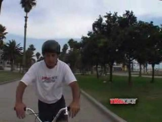 How to Ride a Trikke (8) : Lean the Trikke