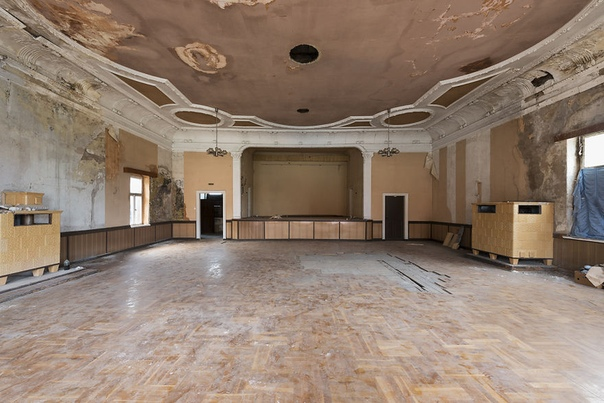 Подборка фото заброшенных танцевальных залов Германии. Фотограф: Изабель ван Асше.