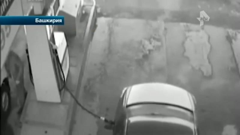 Резиновый шланг с чудовищной силой отлетел в голову водителю на АЗС