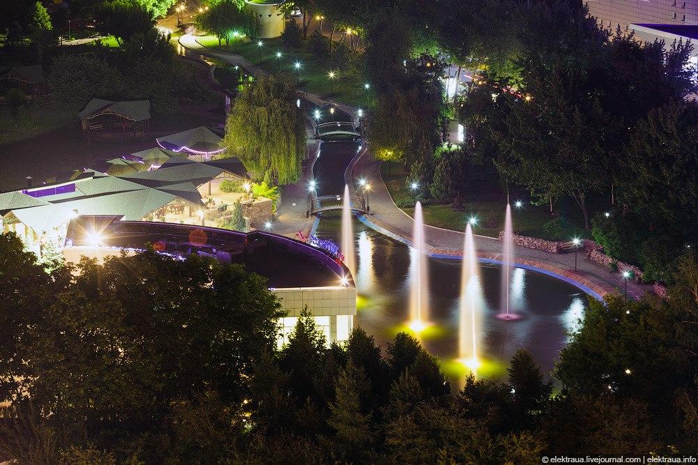 Фонтаны и подсветка в Донецка