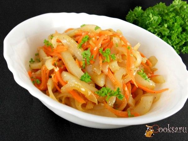 Очень вкусная, пряная закусочка-салат из кальмаров для любителей корейской кухни.