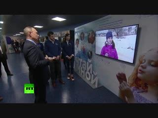Путин пообещал незрячей девочке организовать визит на телеканал RT