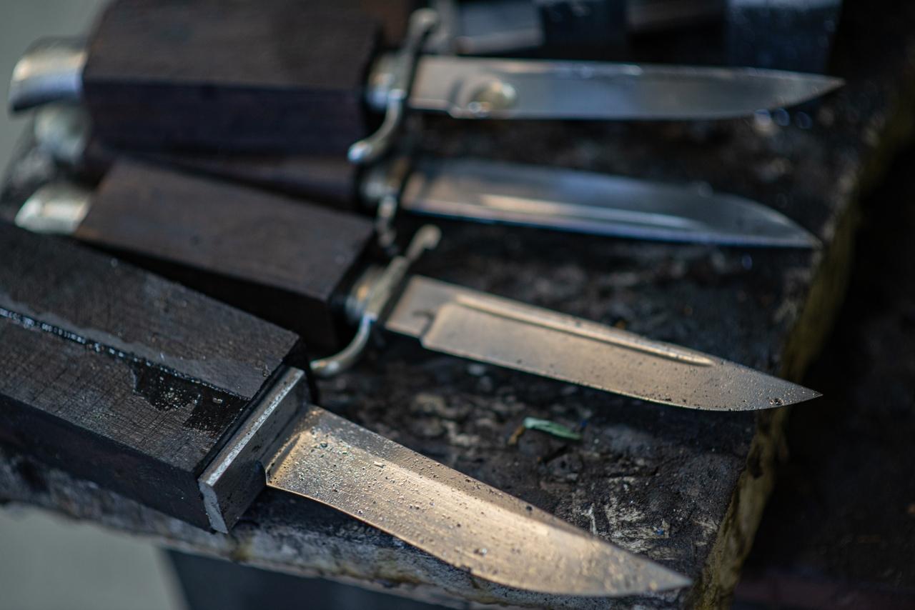 Сделал более 3800 ножей, получил более 3500 положительных отзывов от покупателей...