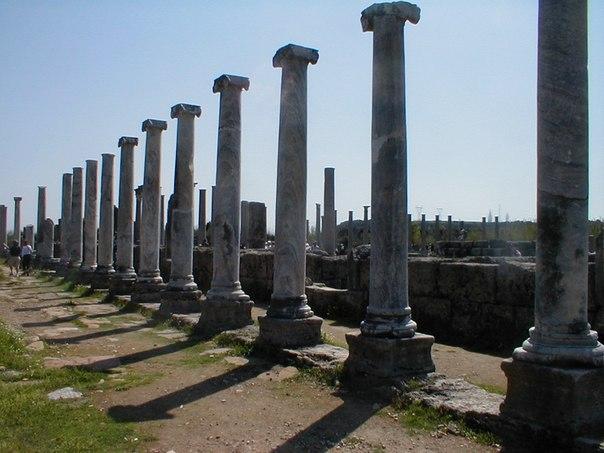 Памятники истории и культуры.  Аксу.  Согласно легенде, город был основан прорицателем Калхасом...  0 отзывов.