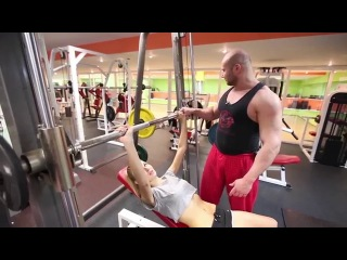 Шоу с Лизой: Накачать пресс за 4 недели. Тема выпуска 2: тренировка грудных мышц.
