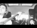 Jamie N Commons сидит, едет в машине, играет на гитаре,поёт, смотрит на девушек и улыбается – ну просто реинкарнация Юлия Цезаря