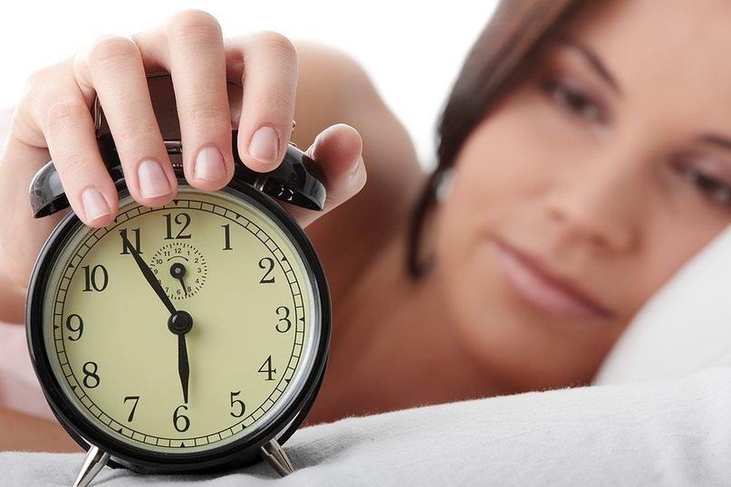 Согласно доктору Торсунову время пробуждения ото сна влияет на человека: