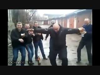 Подборка веселых танцев!Смотреть всем!Люди прикольно танцуют!) https://vk.com/taksi88173325111