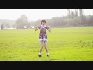Cute japanese girl dance cube