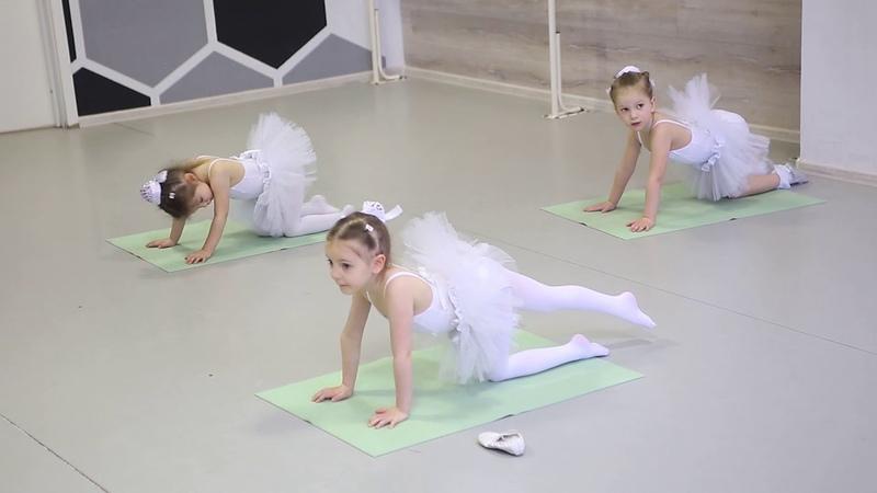 Открытый урок малышей на Соколе Партерная гимнастика