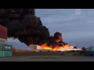 Крупный пожар на химическом заводе в Мельбурне