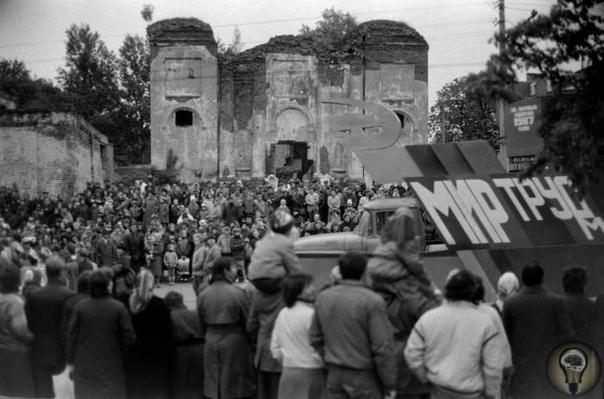 Опиум для народа: как СССР боролся с пятидесятниками Положение верующих в СССР никогда не было стабильным: не совершая никаких преступлений, можно было легко попасть под статью. Особенно в
