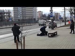 27.02.2019 в Минске на остановке пер-к луговой, контролер против безбилетника