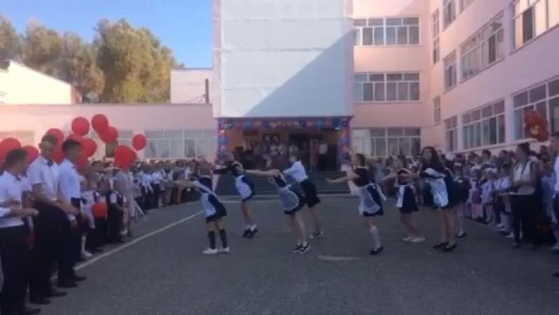 танец 11а класса на 1 сентября 2018