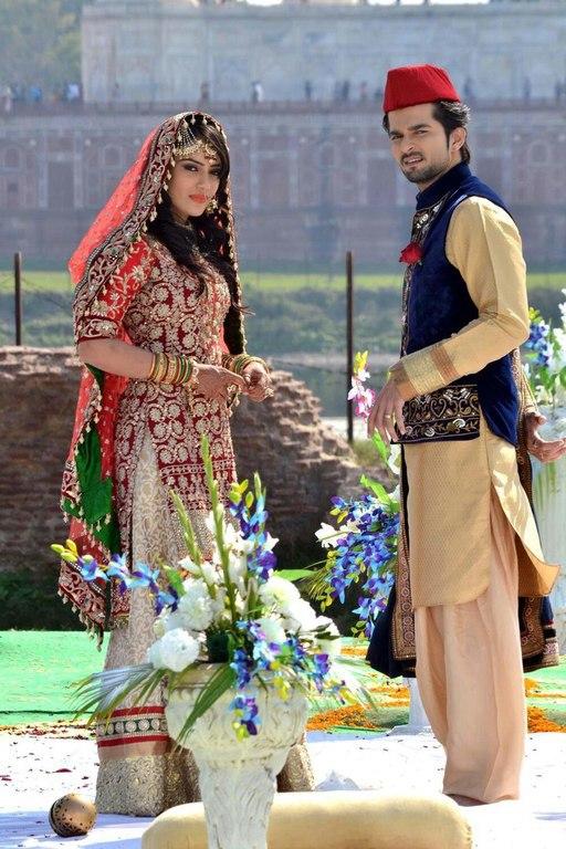Үндістан әлемде кино түсіруден бірінші орында. Айына 700 кино шығарып отырады, күніне 2 кинодан келеді.