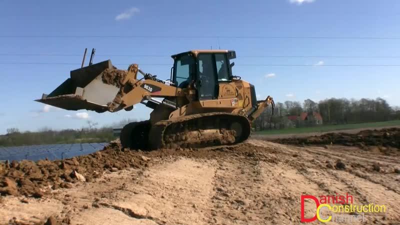 Cat 963D LGP Track Loader Moving Dirt